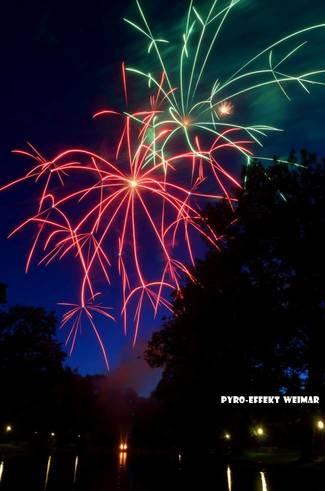 Feuerwerk: Pyro-Effkt Weimar, 100mm-Crossette-Bomben